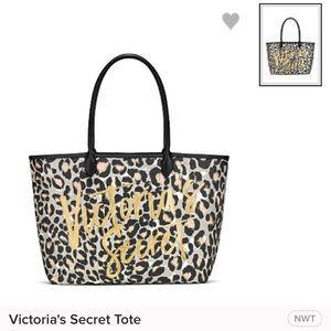 👜 Victoria's Secret animal print tote NEW!!!